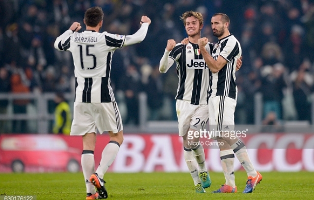 JUVENTUS STADIUM, TURIN, ITALY - 2016/12/17: Andrea Barzagli (left), Daniele Rugani and Giorgio Chiellini of Juventus FC celebrates at the end of the Serie A football match between Juventus FC and AS Roma. Juventus FC wins 1-0 over AS Roma. (Photo by Nicolò Campo/LightRocket via Getty Images)