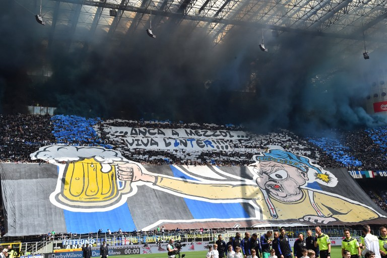 Inter Milan's supporters cheer their team prior the Italian Serie A football match Inter Milan vs AC Milan at the San Siro stadium in Milan on April 15, 2017. / AFP PHOTO / GIUSEPPE CACACE