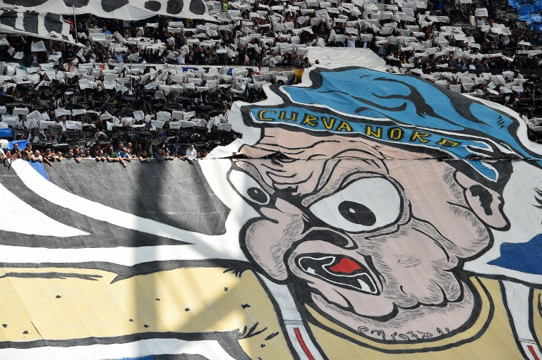 """Inter Milan's supporters of the """"curva Nord"""" cheer their team prior the Italian Serie A football match Inter Milan vs AC Milan at the San Siro stadium in Milan on April 15, 2017. / AFP PHOTO / GIUSEPPE CACACE"""