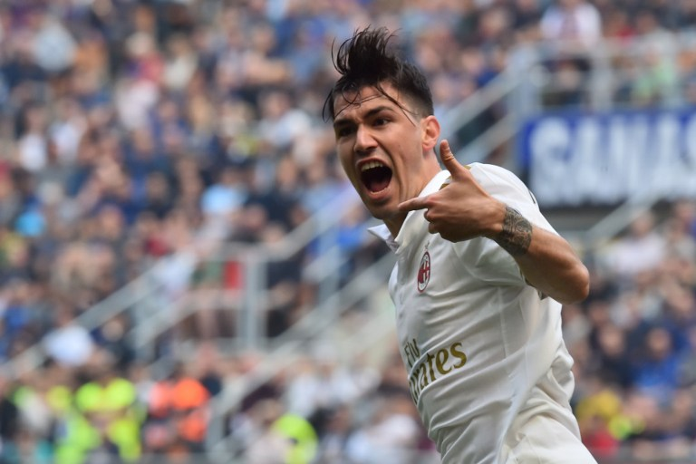 """AC Milan's defender from Italy Alessio Romagnoli celebrates after scoring during the Italian Serie A football match Inter Milan vs AC Milan at """"San Siro"""" Stadium in Milan on April 15, 2017. / AFP PHOTO / GIUSEPPE CACACE"""