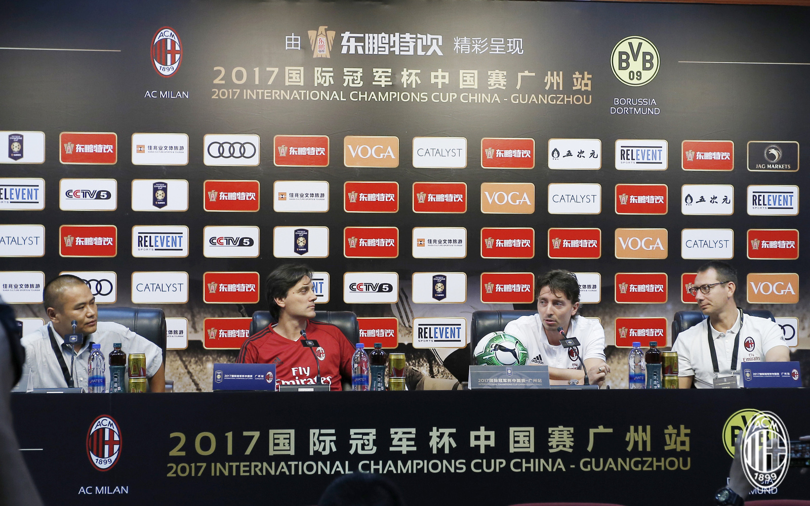 Foto LaPresse - Spada 15 Luglio 2017 - Guangzhou (Cina) A.C. Milan - Tournee Cina 2017 - Conferenza Stampa Montolivo e Montella Sport Calcio Nella foto: Montolivo Montella Photo LaPresse - Spada July 15, 2017 Guangzhou (China) Sport Soccer A.C. Milan -China Tournee 2017 - Press Conference Head Coach Montella and Montolivo In the pic: Montolivo Montella