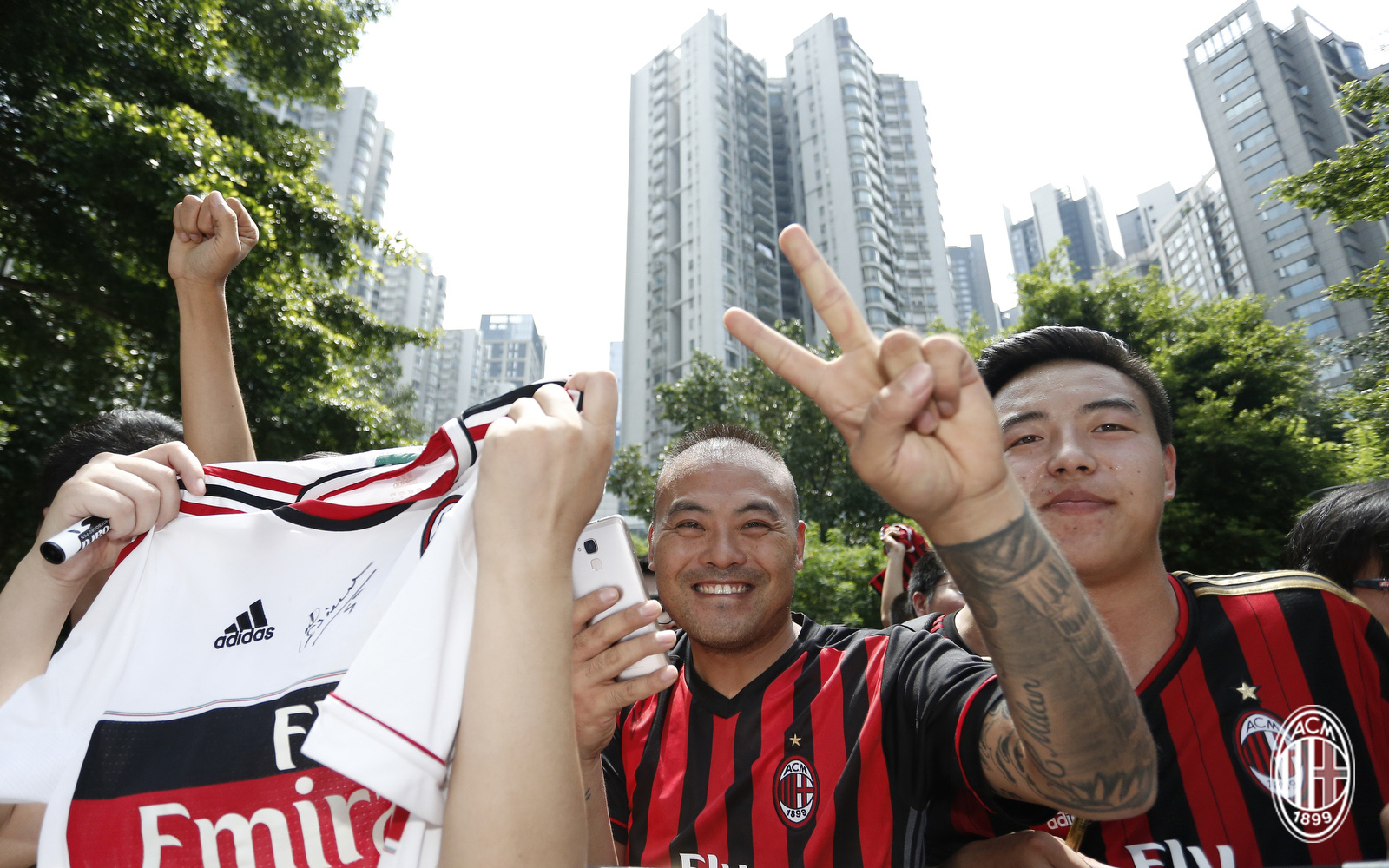 Foto LaPresse - Spada 15 Luglio 2017 - Guangzhou (Cina) A.C. Milan - Tournee Cina 2017 - Arrivo a Guangzhou Sport Calcio Nella foto: tifosi milan Photo LaPresse - Spada July 15, 2017 Guangzhou (China) Sport Soccer A.C. Milan -China Tournee 2017 - Arrive in Guangzhou In the pic: milan supporters