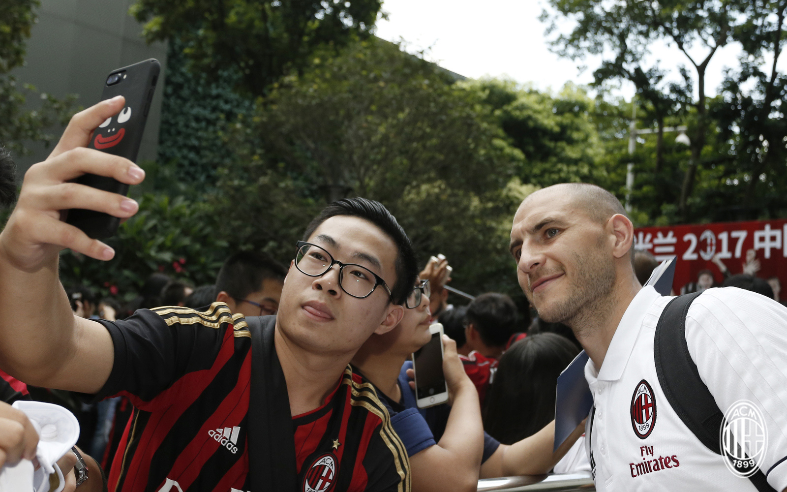 Foto LaPresse - Spada 15 Luglio 2017 - Guangzhou (Cina) A.C. Milan - Tournee Cina 2017 - Arrivo a Guangzhou Sport Calcio Nella foto: paletta Photo LaPresse - Spada July 15, 2017 Guangzhou (China) Sport Soccer A.C. Milan -China Tournee 2017 - Arrive in Guangzhou In the pic: paletta