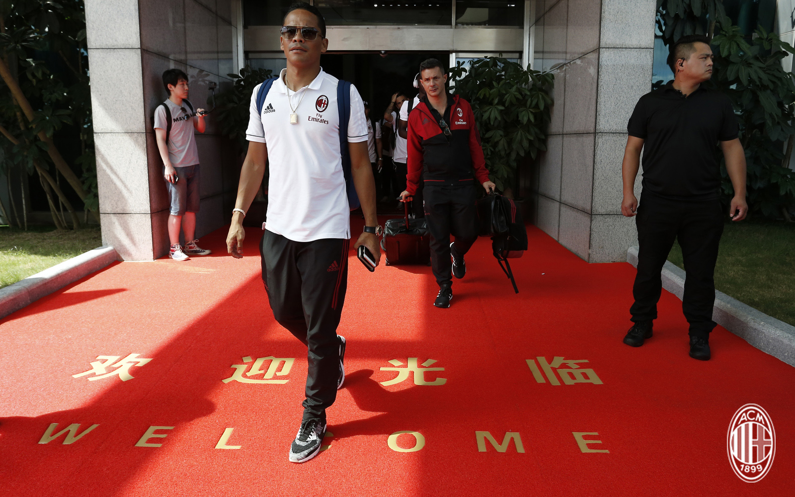 Foto LaPresse - Spada 15 Luglio 2017 - Guangzhou (Cina) A.C. Milan - Tournee Cina 2017 - Arrivo a Guangzhou Sport Calcio Nella foto: Bacca Photo LaPresse - Spada July 15, 2017 Guangzhou (China) Sport Soccer A.C. Milan -China Tournee 2017 - Arrive in Guangzhou In the pic: Bacca