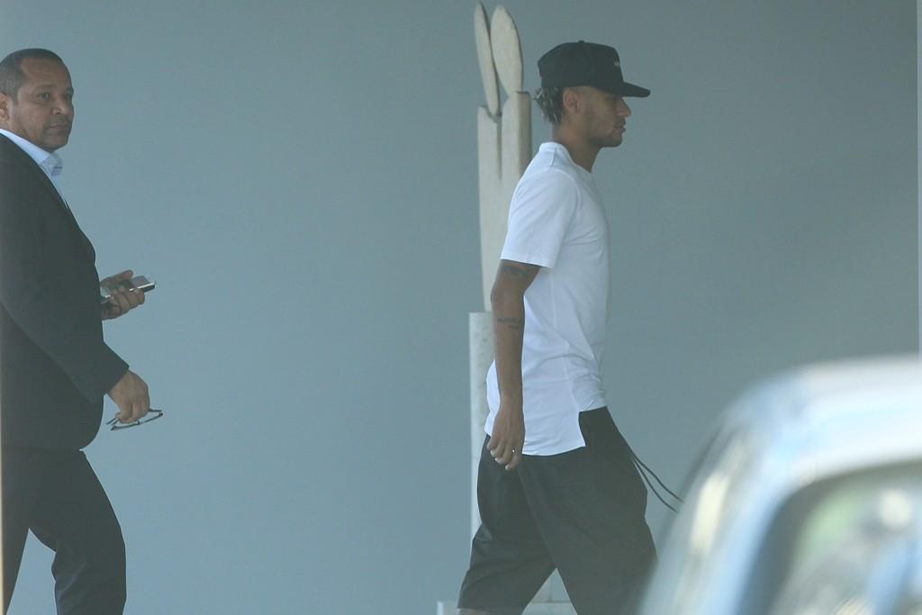 Época 2017/2018, Neymar passou pela cidade do Porto para fazer exames médicos