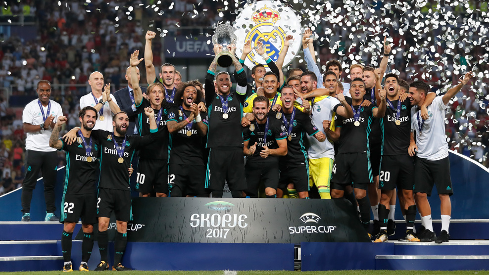SKOPJE, MACEDONIA - AUGUST 08: Sergio Ramos of Real Madrid lifts The UEFA Super Cup trophy after the UEFA Super Cup final between Real Madrid and Manchester United at the Philip II Arena on August 8, 2017 in Skopje, Macedonia. (Photo by Boris Streubel - UEFA/UEFA via Getty Images)