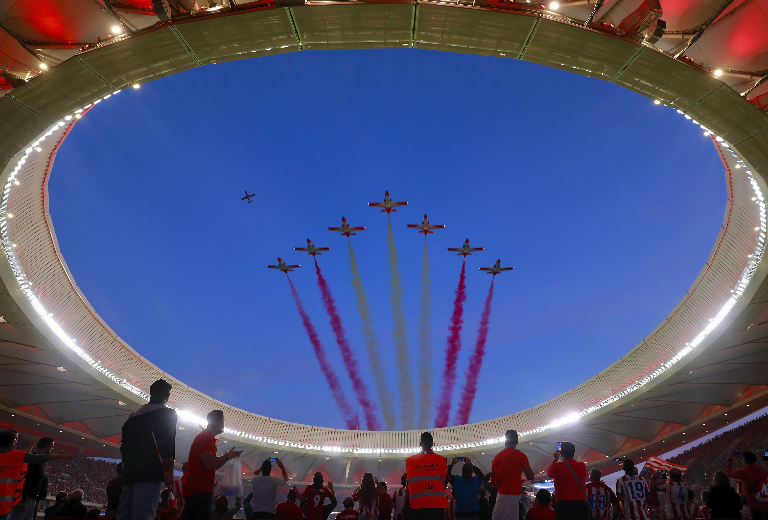 MADRID, SPAIN - SEPTEMBER 16: Spanish display team 'Eagle Patrol' fly over Estadio Wanda Metropolitano prior to start the La Liga match between Club Atletico Madrid and Malaga CF on September 16, 2017 in Madrid, Spain. (Photo by Gonzalo Arroyo Moreno/Getty Images)
