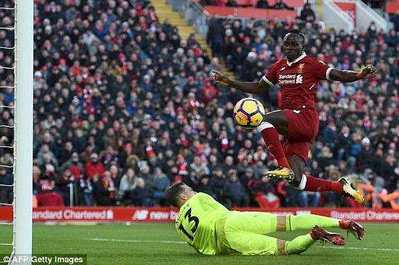EPL: Liverpool oo dhagaha u laabtay West Ham+Sawirro