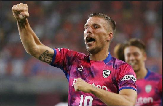 Lukas Podolski oo sheegay inuu rajeenayo ka garab ciyaarista Andres Iniesta