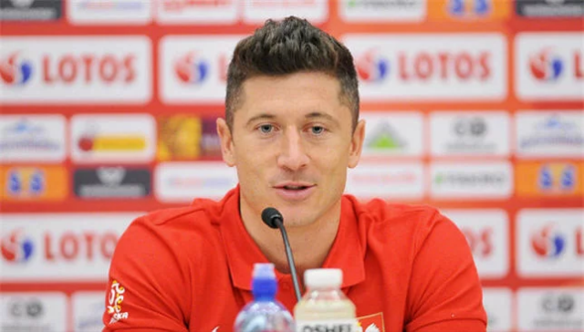 Robert Lewandowski oo shaaca ka qaaday inuu ka tagayo kooxda Bayern Munich