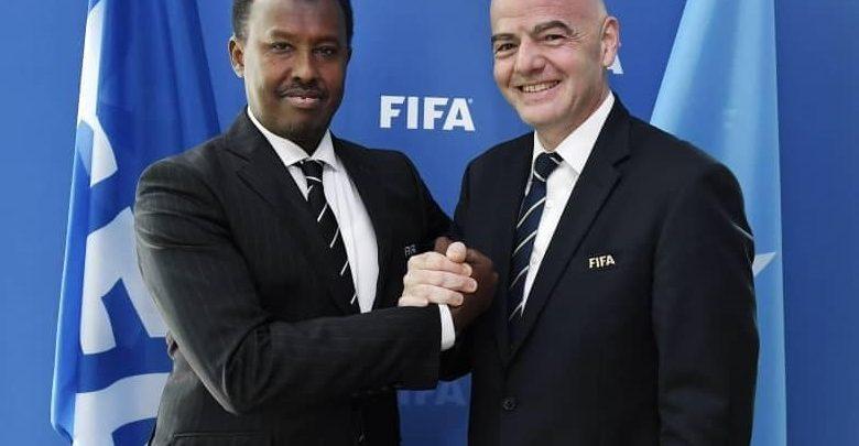 Madaxweynaha FIFA oo usoo hambalyeeyay Madaxwaynaha Kubbada Cagta Soomaaliya