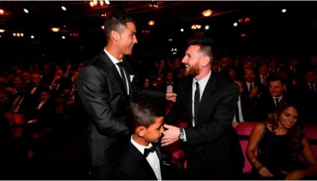 Ronaldo oo sharaxay waxa uu doonayo inuu ku garaaco Messi, kahor inta uusan ka fariisanin kubadda cagta