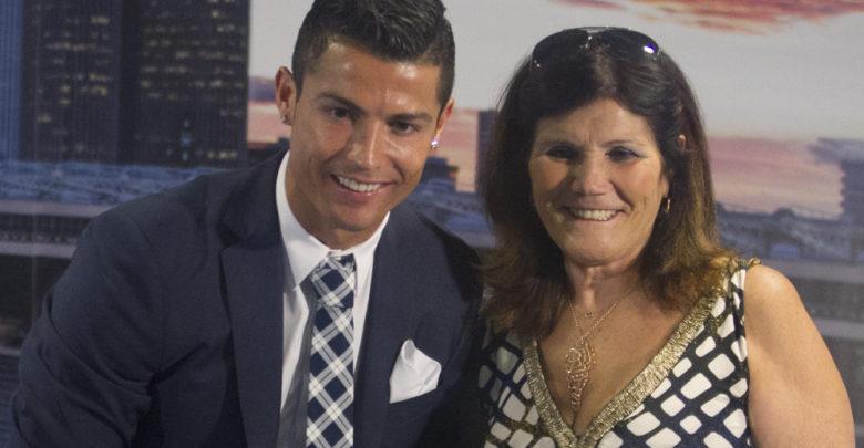 Cristiano Ronaldo oo shaaca ka qaaday sababta uu daawashada ciyaaraha uga mamnuucay Hooyadiis