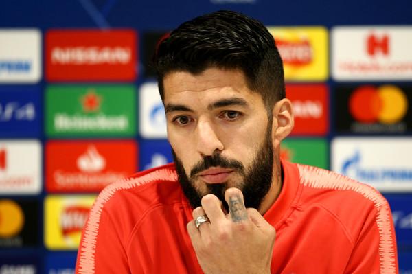 Suarez oo ka baxay aamusnaanta kaddib markii uu meel fagaare ah ku weeraray Barcelona